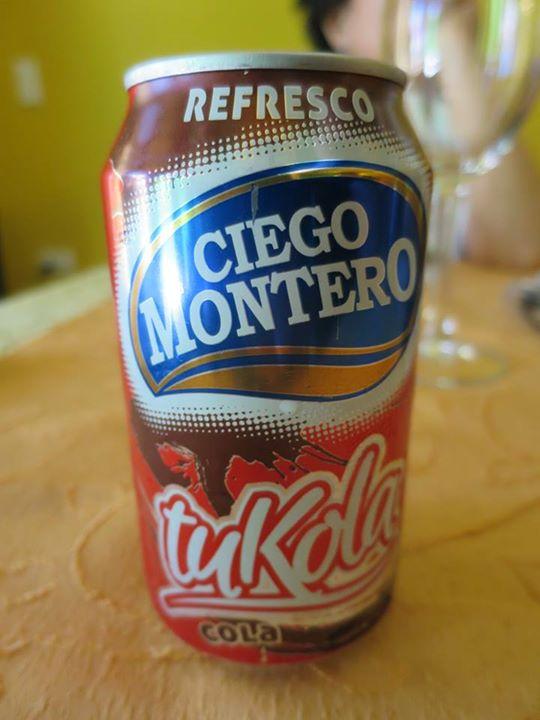 由於美國禁運,可口可樂只能通過第三國進口古巴。古巴國內最常見的,是內地網民稱為「土可樂」的國貨。這個譯名甚具神韻,值得一讚。