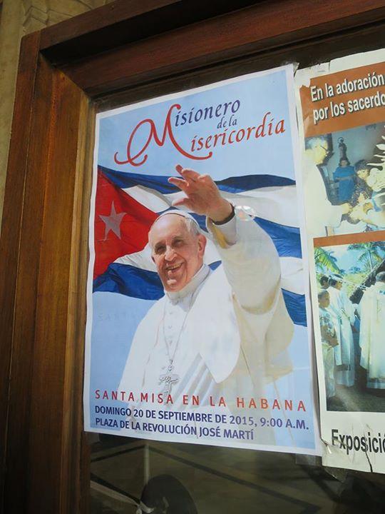 哈瓦那某教堂內的海報:2015年9月20日,教宗方濟各將在革命廣場舉行彌撒。方濟各在促進古美對話上,出力不少。